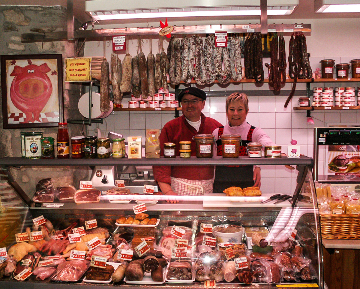 Artisans et producteurs du Haut Languedoc. Eric Grousset boucher charcutier, la boutique rue de la Poterne